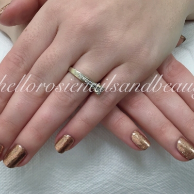 nails-metallic-gold